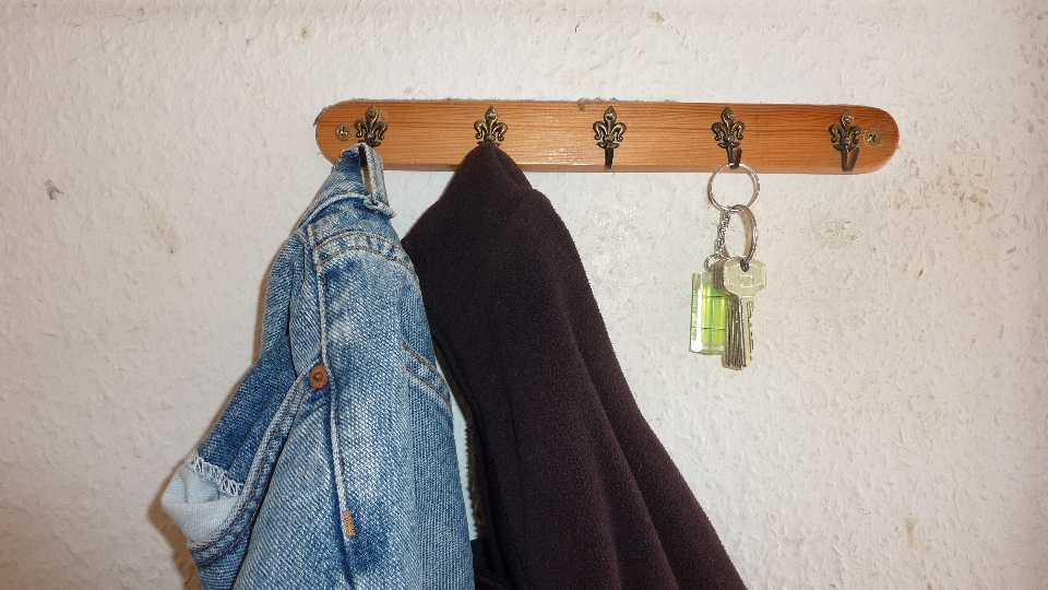 Symbolisch. Das erste, was ich nach der Schlüsselübergabe ins Haus gebracht habe: ein Set Arbeitsklamotten.