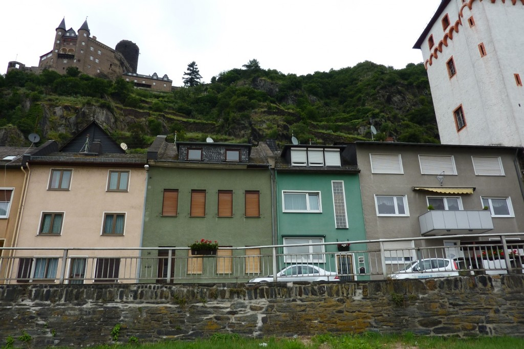 Häuserreihe Rheinstraße 33 bis 36, Fassaden in unterschiedlichen Farben