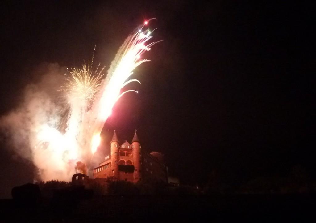 Burg Katz im Licht des Feuerwerks