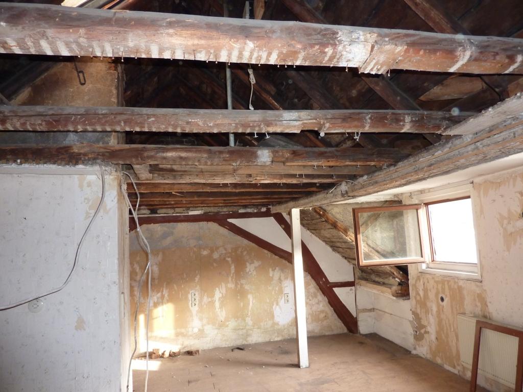 Freigelegte Dachbalken in Gaube