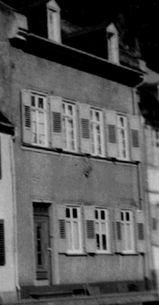 Fassade Rheinstraße 34 mit Sprossenfenstern und Klappläden, ca. 1940
