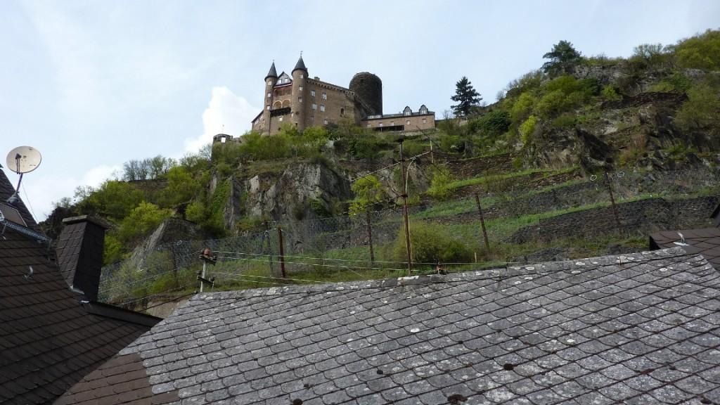 Ausblick auf dem Dachfenster auf Burg Katz