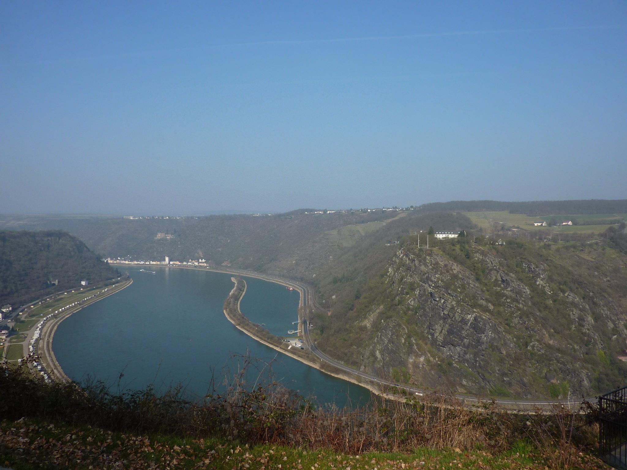 Loreley Rheinschleife, Fels und Hafen