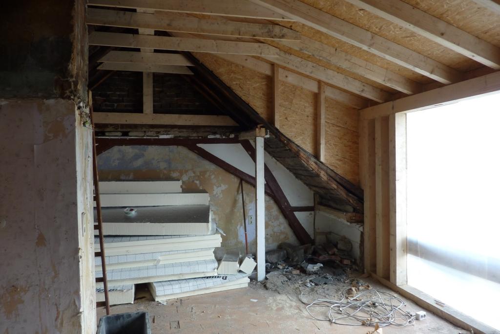 Neue Dachsparren und Binder in Altbaudach