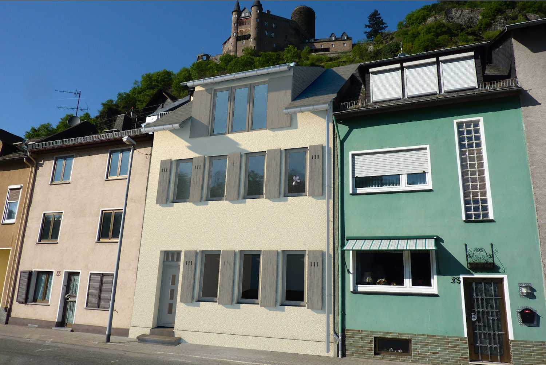 3D-Visualisierung des Hauses mit Klappläden und hellerer Fassadenfarbe