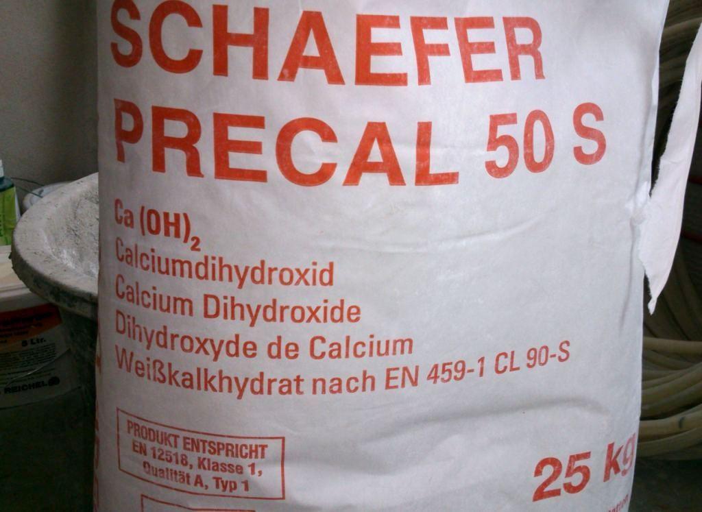 Papiersack mit Aufschrift Ca (OH)2 25 Kilo